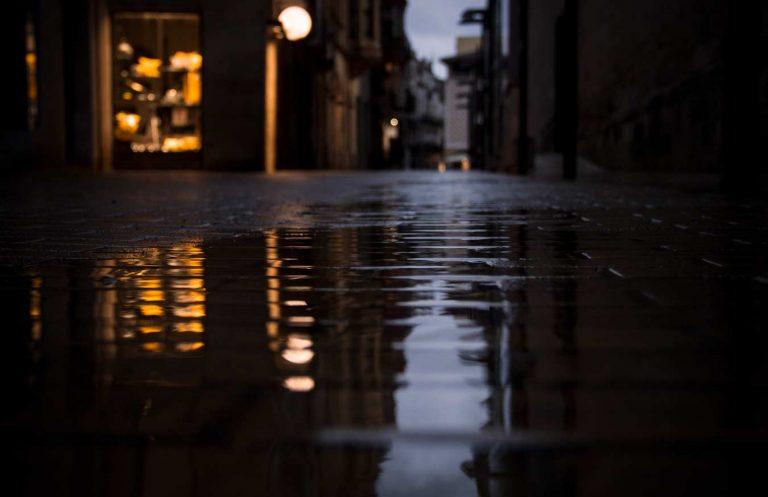 pluja carrer santa maria igualada capvespre